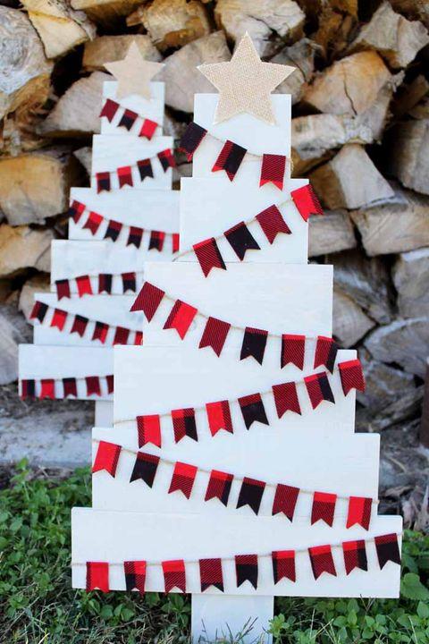 pallet christmas tree plaid
