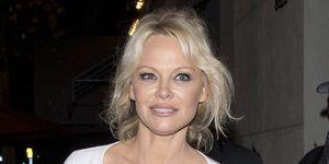La actriz Pamela Anderson y el jugador de fútbolAdil Rami podrían tener planes de boda