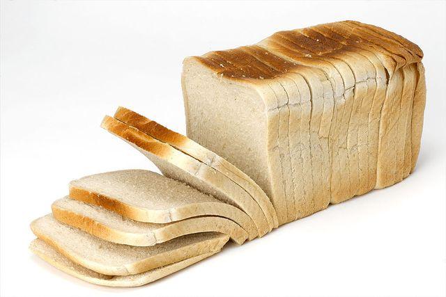 pan blanco, un alimento dentro del grupo de los carbohidratos simples