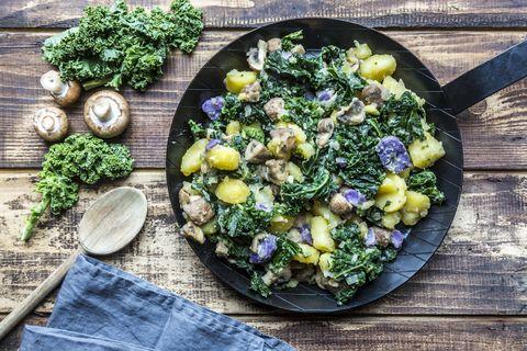Receta de patatas, kale y champiñones.