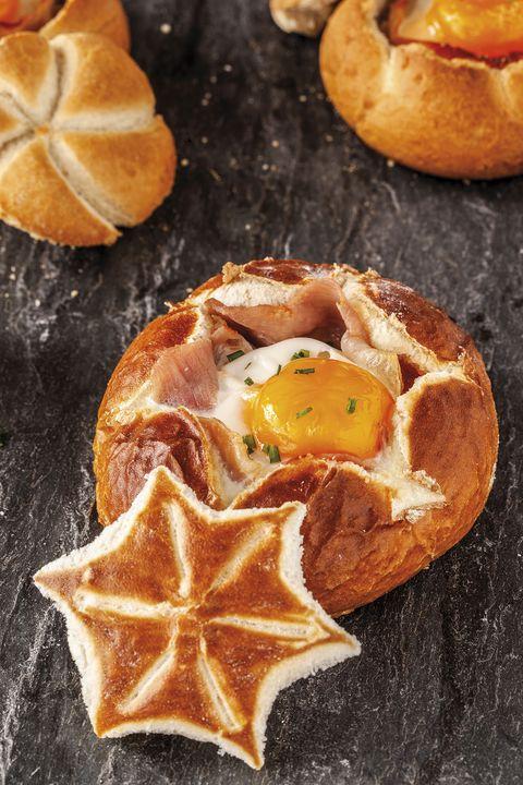panecillos al horno con huevo y jamón