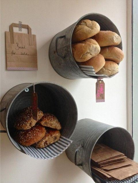 paneras con cestas de metal