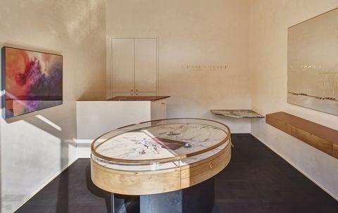 Interior design, Table, Room, Architecture, Tourist attraction, Museum, Floor, Furniture, Marble,