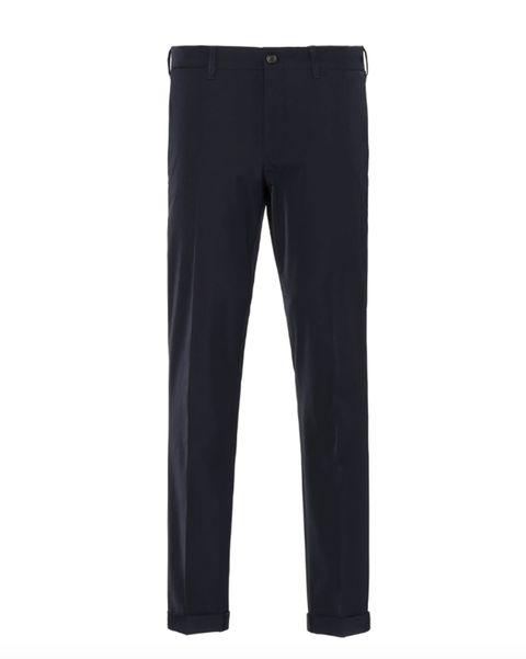 Pantalón en tejido técnico de Prada (470 euros).