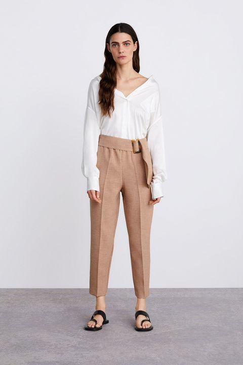 El Pantalon De Zara Que Es Beige De Vestir Y De Tiro Alto Y Queda Bien Si Eres Alta Baja Con Talla Pequena Media O Grande Palabra De Instagram