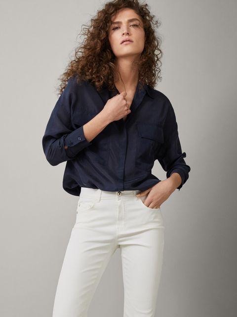 tecnicas modernas como comprar diseño unico Massimo Dutti tiene el pantalón blanco que estiliza
