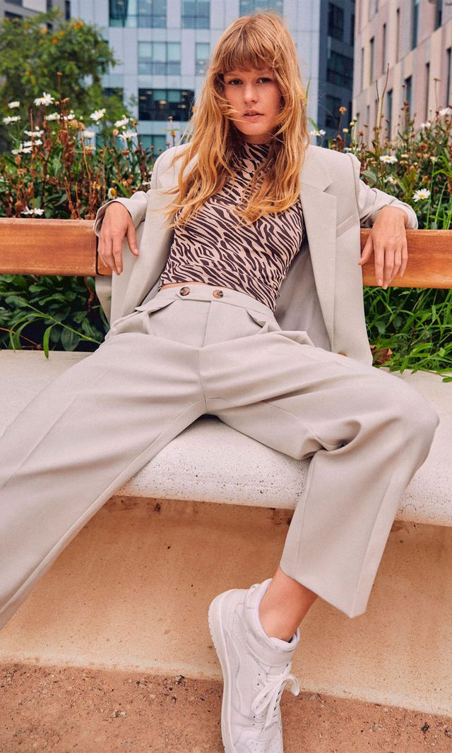 pantalón carrot de vestir de stradivarius