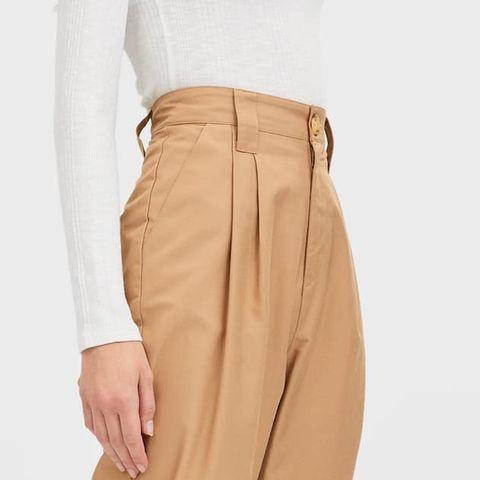 Clothing, Khaki, Beige, Trousers, sweatpant, Suit trousers, Active pants, Khaki pants, Pocket, Sportswear,