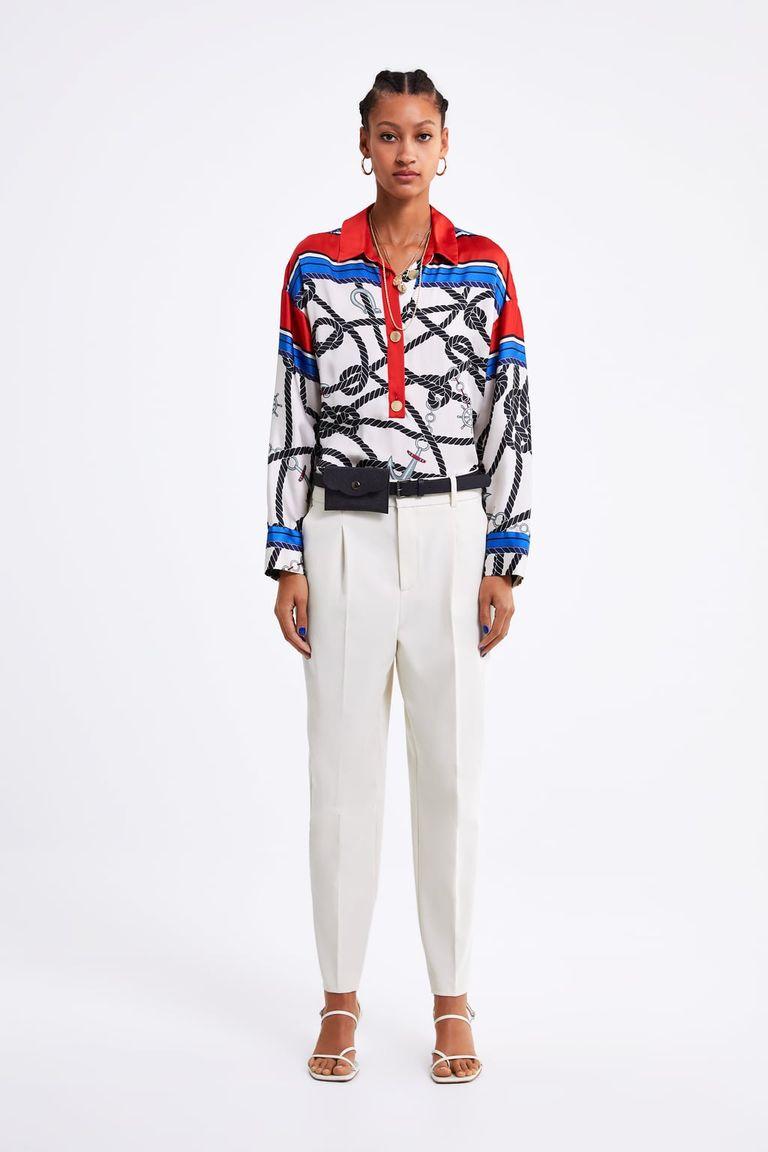 Este pantalón blanco de Zara promete hacer tipazo y lleva un cinturón que  te va a hacer amar las riñoneras db48a895089f