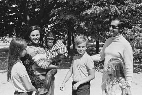 Lucía Bosé con su marido Dominguín y sus tres hijos, Paola, Miguel y Lucía en 1968