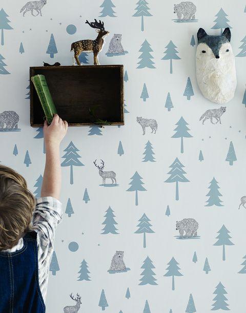 Papel pintado infantil con dibujos de árboles y animales