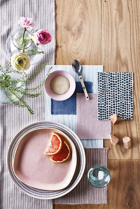 Servicio de mesa en azul y rosa empolvado