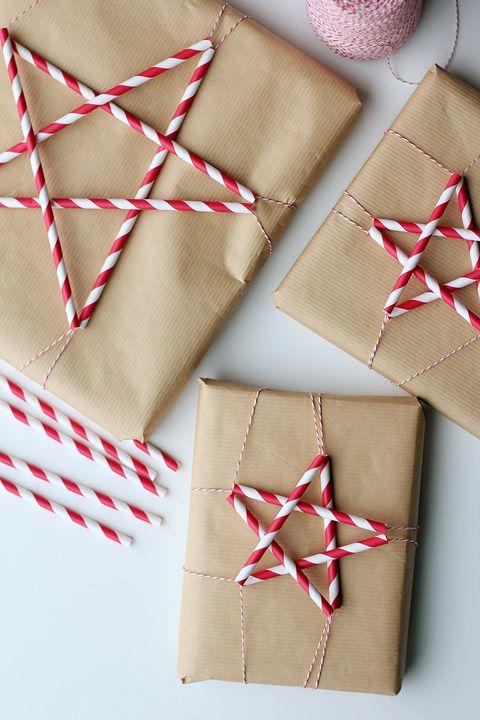 idea di carta regalo con stelle di paglia di carta