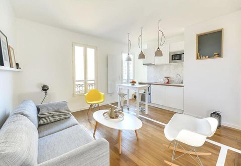 Wood, Room, Interior design, Floor, Flooring, Property, Wall, Living room, Ceiling, Table,