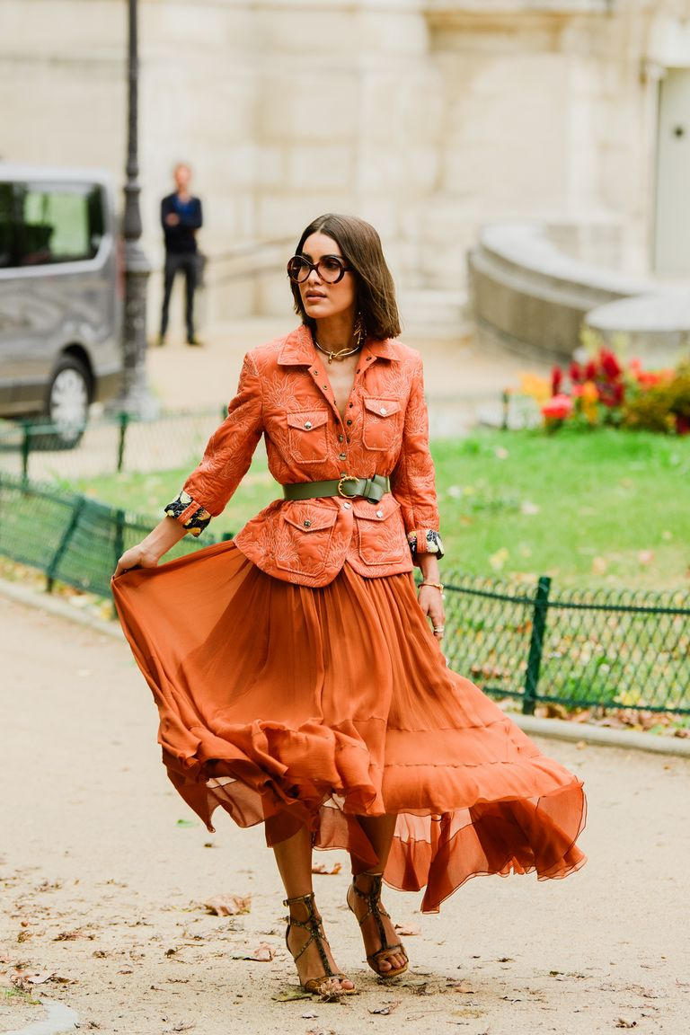 https://hips.hearstapps.com/hmg-prod.s3.amazonaws.com/images/paris-fashion-week-pfw-street-style-ss20-day-3-by-tyler-joe-028-1569589457.jpg?crop=1xw:1xh;center,top&resize=768:*
