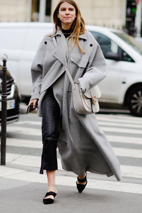Street fashion, Clothing, Coat, Trench coat, Fashion, Overcoat, Outerwear, Fashion model, Snapshot, Street,