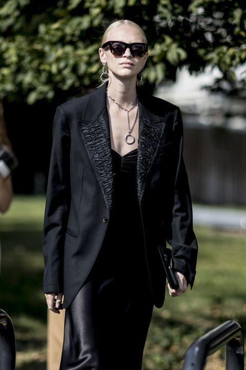 come indossare il blazer in estate, blazer abbinamenti, come abbinare blazer nero, come abbinare blazer bianco, come abbinare blazer d estate, blazer come abbinarlocosa mettere sopra un blazer, blazer donna oversize, blazer donna look, blazer donna abbinamenti, blazer e jeans, blazer e gonna