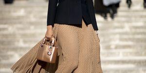 invitada de boda falda larga americana tendencia  editoras moda paris