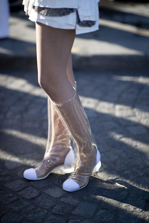 White, Human leg, Leg, Black, Footwear, Shoe, Tights, Snapshot, Standing, Thigh,