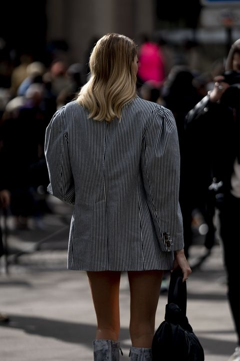 Street fashion, Clothing, Fashion, Footwear, Blond, Snapshot, Beauty, Shoulder, Fashion model, Leg,