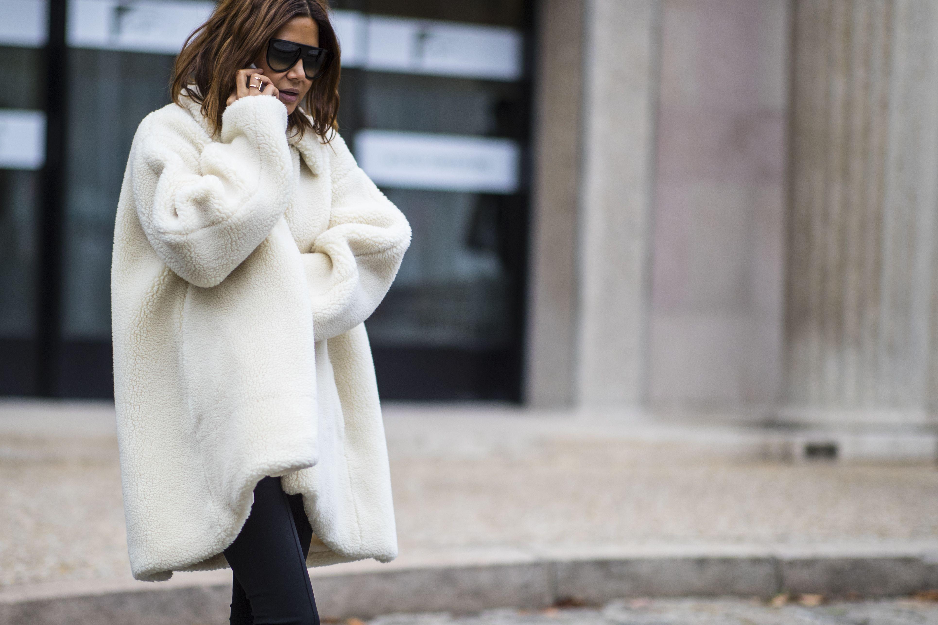 Evitare l'effetto posh osando l'eco pelliccia bianca è possibile