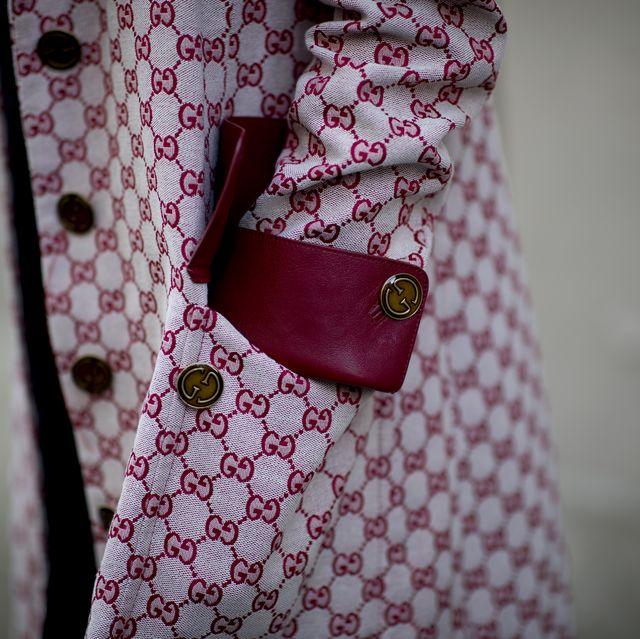 Collar, Pattern, Textile, Dress shirt, Bag, Pink, Maroon, Button, Shoulder bag, Design,