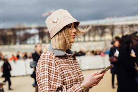 moda 2020, accessori 2020, moda accessori 2020, cappelli 2020, moda cappelli 2020, cappello da pescatore, cappello da pescatore Prada, cappello da pescatore ganni, cappello da pescatore gucci, cappello da pescatore zalando, moda cappello da pescatore, moda cappelli primavera 2020, look cappelli 2020