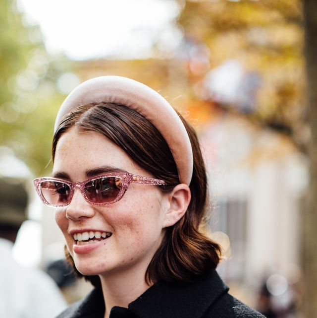 Eyewear, Hair, Face, Glasses, People, Facial expression, Sunglasses, Street fashion, Beauty, Hairstyle,
