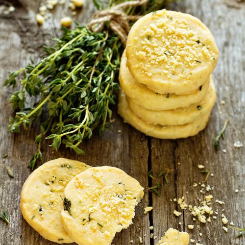 Shortbread cookies with thyme and parmesan