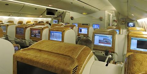 Aircraft cabin, Air travel, Airline, Interior design, Aerospace engineering, Aviation, Service, Ceiling, Airliner, Machine,