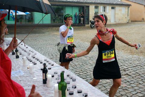Maratón de Medoc 2019: vino, queso y disfraces de superhéroes