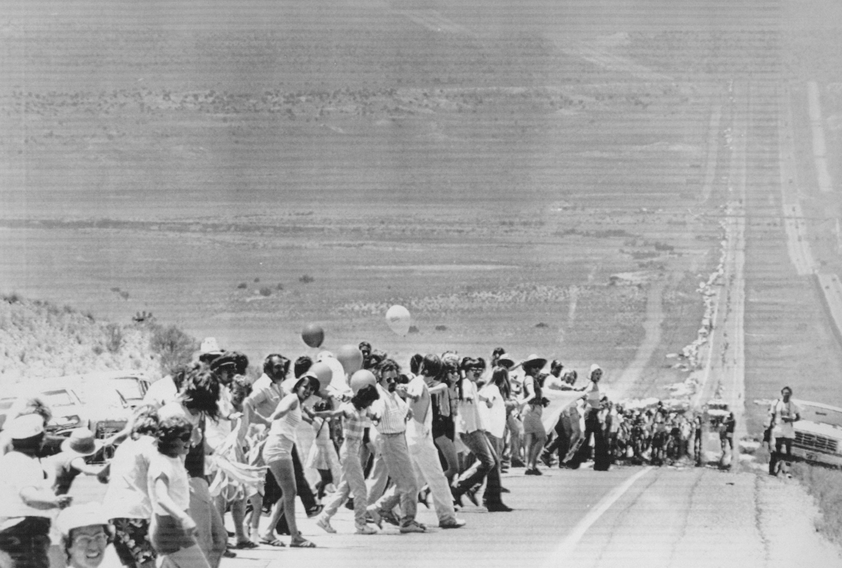 Participants in Hands Across America stretched along I -40, about 15 miles west of Albuquerque, New Mexico, in a human chain that could be seen for 10 miles