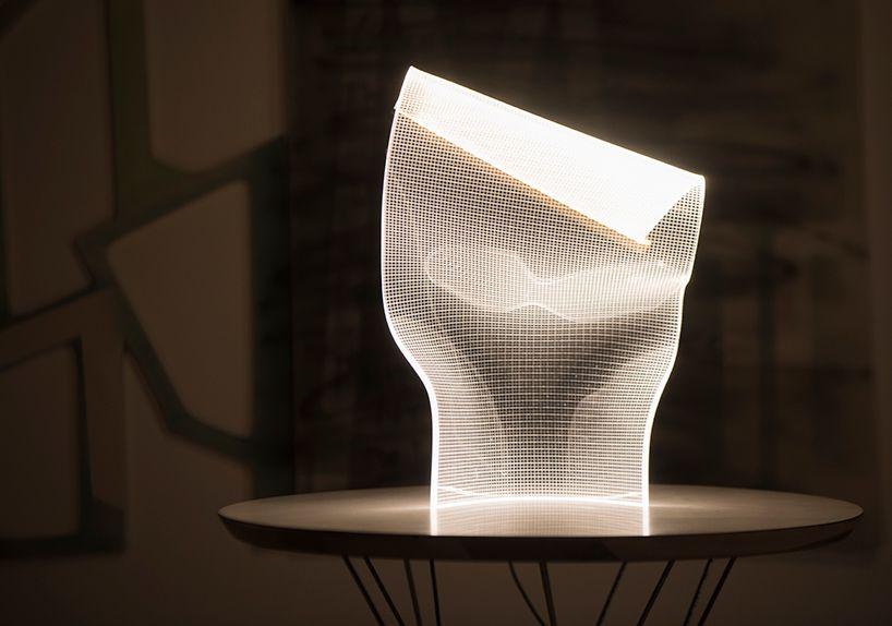 Partisans diseña gweilo, lampara original que parece una tela