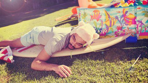 dronken slapen in de tuin