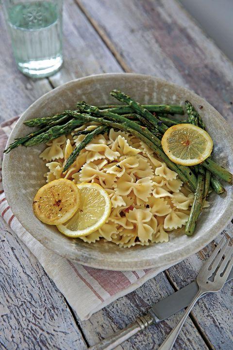 pasta con espárragos y limón al horno