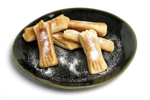 pastas fritas rellenas de nuez