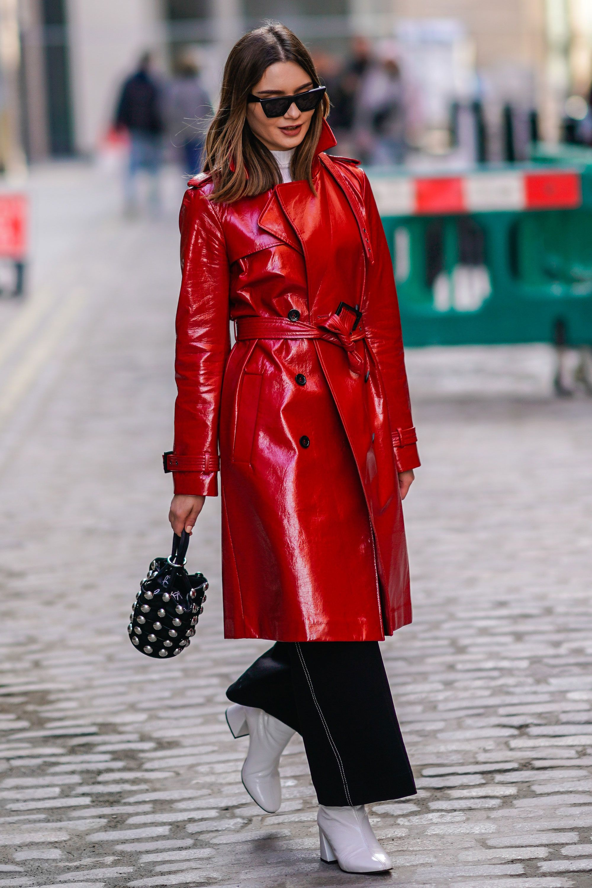 Patent trench coat street style