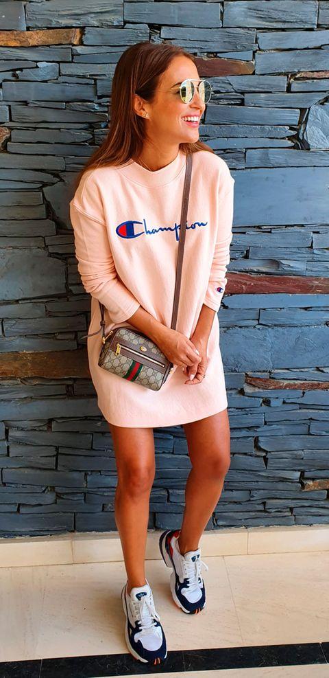 Paula Echevarría con vestido sudadera de Champion.