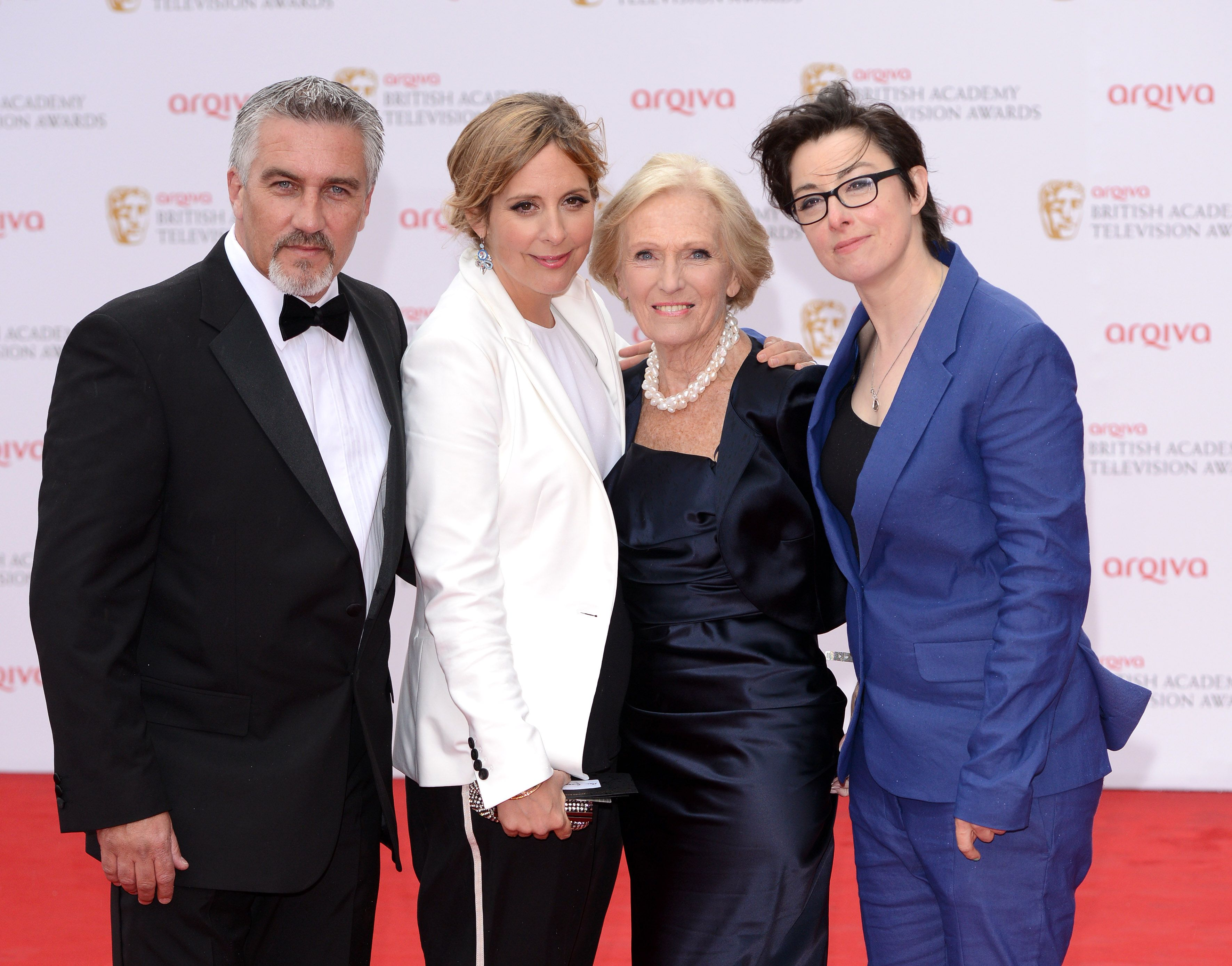 Co Host Of The Great British Bake Off Christmas 2021 Former Great British Baking Show Co Host Sue Perkins Spoke About Paul Hollywood