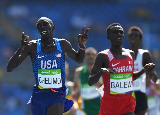 el atleta estadounidense paul chelimo corriendo los 5000 metros de los juegos olímpicos de río 2016