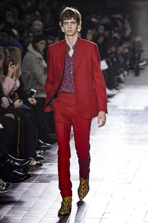 Fashion model, Fashion, Runway, Suit, Clothing, Fashion show, Formal wear, Blazer, Pantsuit, Outerwear,