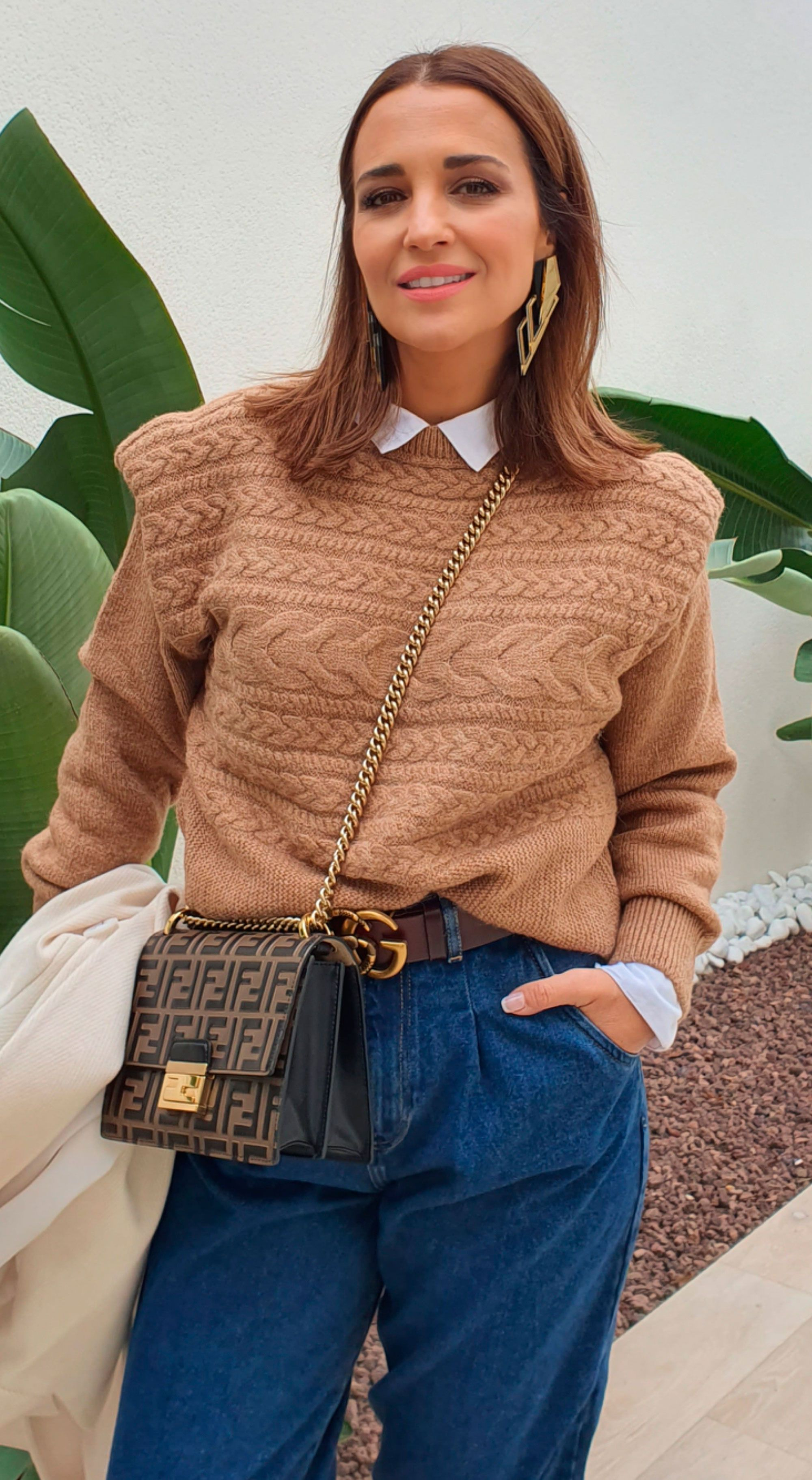 Paula Echevarría luce pantalones slouchy de Zara en un look low