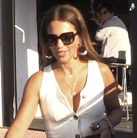 La actriz Paula Echevarría acompaña a su hija Daniella en su primer día de colegio tras las vacaciones de verano.