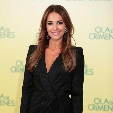 Paula Echevarría elige un vestido negro con raya diplomática para la presentación a prensa de supelícula Ola de Crímenes