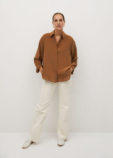 Paz Vega In Boyfriend Look Of Brown Mango Outlet Shirt, High Top Converse Sneakers And Baggy Jeans In Manhattan