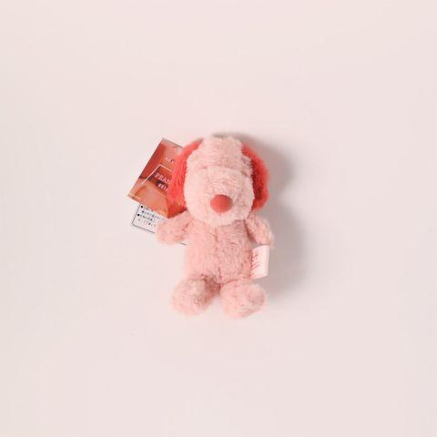 日本「peanuts hotel」先前推出過一款「櫻花粉史努比玩偶」,如今又再度回歸,可愛的櫻花粉色配上史努比軟萌的外表,,一共推出兩種尺寸!