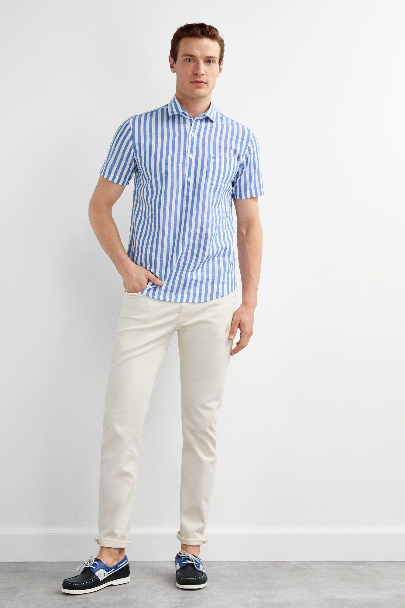 outfit con camisa de manga corta hombre