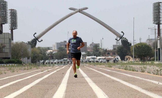 pehr lodhammar running in baghdad, 2021