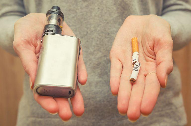 Todo Lo Que Tienes Que Saber Si Vas A Usar Un Vapeador Peligros-vapeador-cigarro-electronico-iqos-oms-1571313333