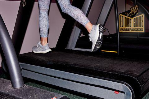 Treadmill, Exercise machine, Footwear, Leg, Exercise equipment, Shoe, Room,